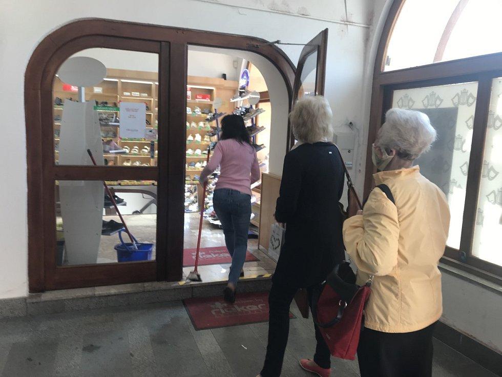 Uvolnění vládních restrikcí vrátilo život do centra Olomouce. Otevřely obchody s oblečením, obuví či knihami.