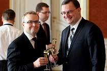 Novým ministrem životního prostředí byl 17. ledna na Pražském hradě jmenovám dosavadní starosta Prahy 6 Tomáš Chalupa. Na snímku vlevo s premiérem Nečasem.