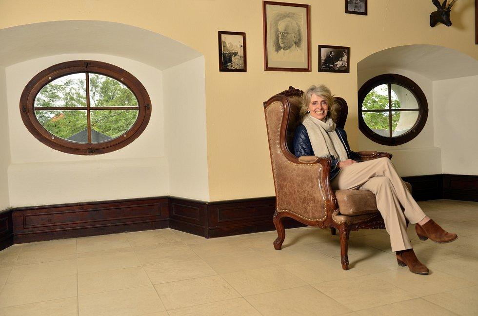 Sluhu, který by nám nosil kávu do postele, nemáme, říká baronka Jana Hildprandt