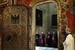 Miloš Zeman a krátká pobožnost v katedrále sv. Víta.