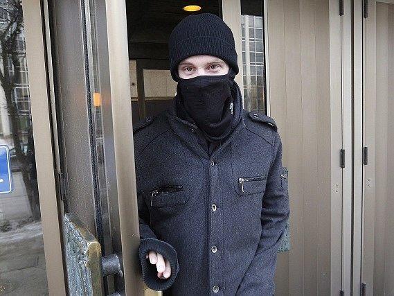 Aaron Driverna nově natočeném videu pohrozil útokem na velké kanadské město.