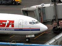 Letadlo ČSA u terminálu