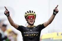 Britský cyklista Simon Yates v cíli 15. etapy Tour de France.