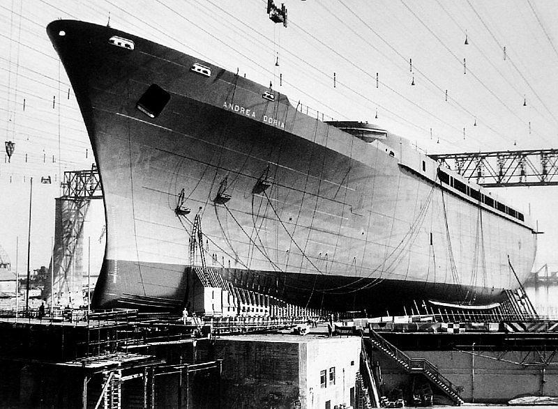 Stavba příští pýchy italského loďstva, parníku Andrea Doria, v roce 1951. Po dokončení byl považován za nejkrásnější loď své doby, díky vnitřnímu vybavení se mu přezdívalo i Plovoucí umělecká galerie.