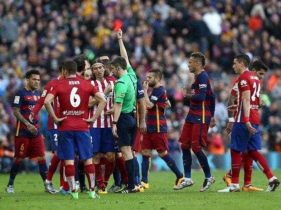 Emoce. Šlágr mezi Barcelonou a Atléticem Madrid přinesl dvě červené karty - pro hosty