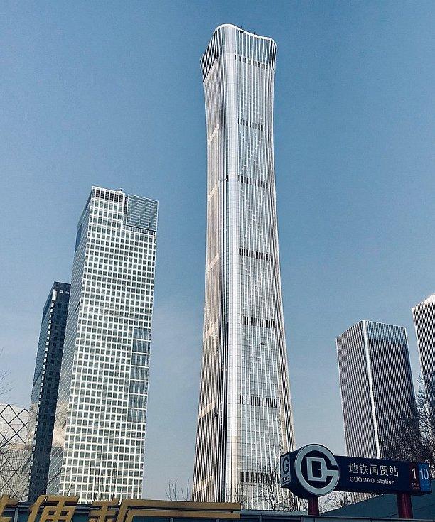 Dominantu hlavního čínského města Peking tvoří mrakodrap China Zun. Má tvar obřadní nádoby.