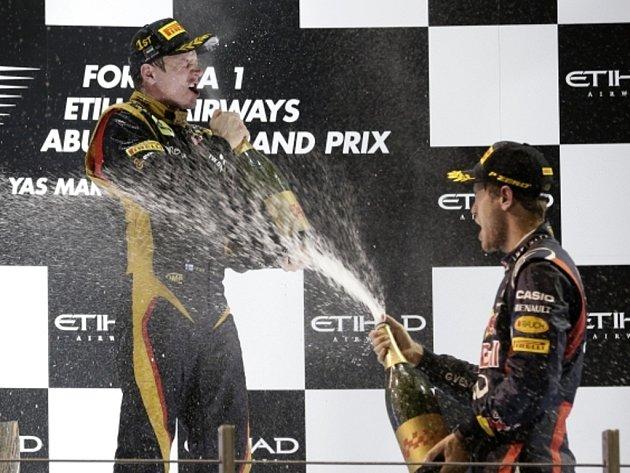 Kimi Räikkönen vyhrál Velkou cenu Abú Zabí a právem schytal od třetího Sebastiana Vettela pořádnou sprchu.