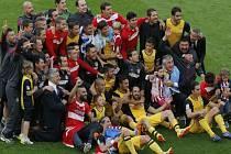 Přerušili nadvládu Barcelony a Realu Madrid. Fotbalisté Atlétika slaví mistrovský titul.