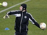 Brankář Chelsea Petr Čech na tréninku před zápasem proti Spartě.