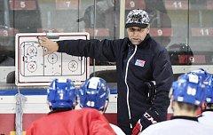 Kouč Josef Jandač na tréninku hokejové reprezentace.