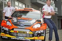 Martin Prokop (vpravo) se spolujezdcem Janem Tománkem.
