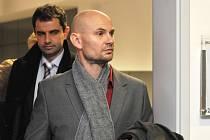 Za prodej smrtícího alkoholu v Olomouci potrestal 21. ledna olomoucký krajský soud provozovatele obchodu Luďka Vejmolu (vpravo) tříletým podmíněným trestem.