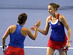 Fedcupové hrdinky Barbora Strýcová (vlevo) a Karolína Plíšková.