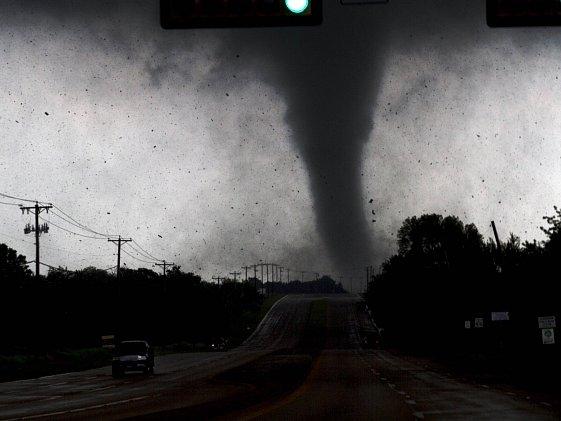 Série tornád, která v úterý zasáhla souměstí Dallas-Fort Worth a severovýchod amerického státu Texas za sebou zanechala spoušť a chaos.