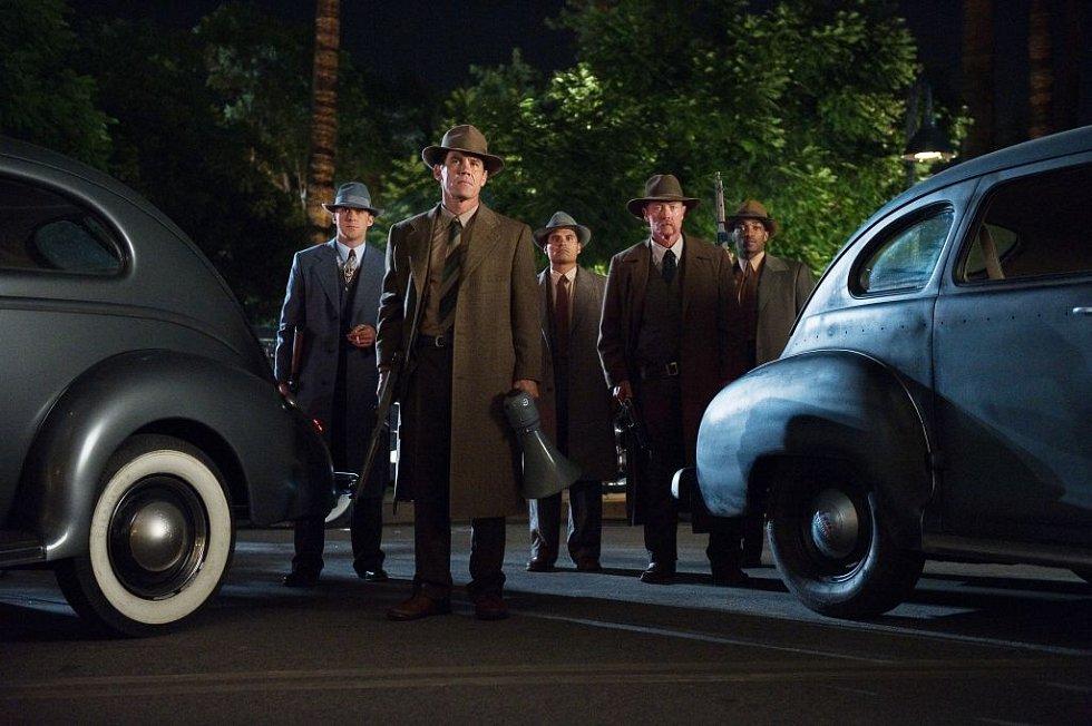 Lovci mafie je dobová gangsterka s výbornými herci - Joshem Brolinem jako lovcem mafiánů O´Marou a Ryanem Goslingem alias jeho kolegou Jerrym počínaje a Seanem Pennem coby věčně zachmuřeným bossem Cohenem konče.