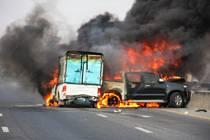 Oheň je při autohavárii největším nebezpečím.