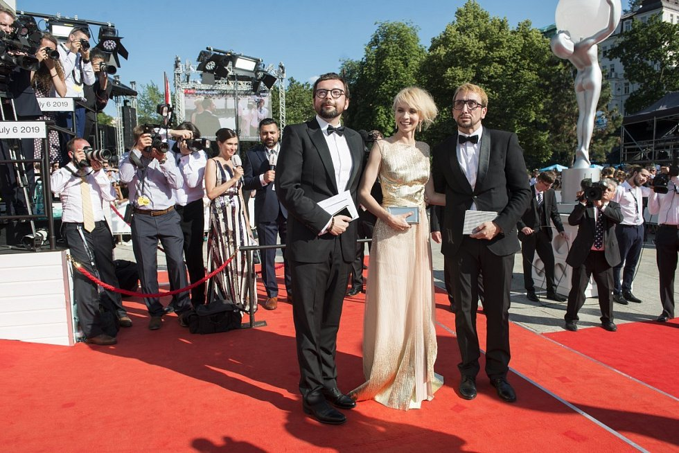 Marek Cpin, Jana Plodková a Jakub Žáček na festivalu v Karlových Varech