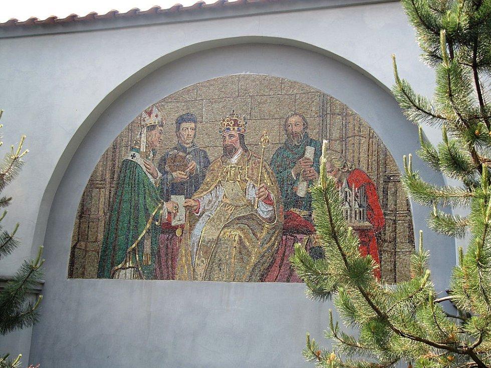 Max Švabinský: Karel IV. zakládá univerzitu. Luneta od Maxe Švabinského v Kroměříži v bývalém klášteře Františkánů