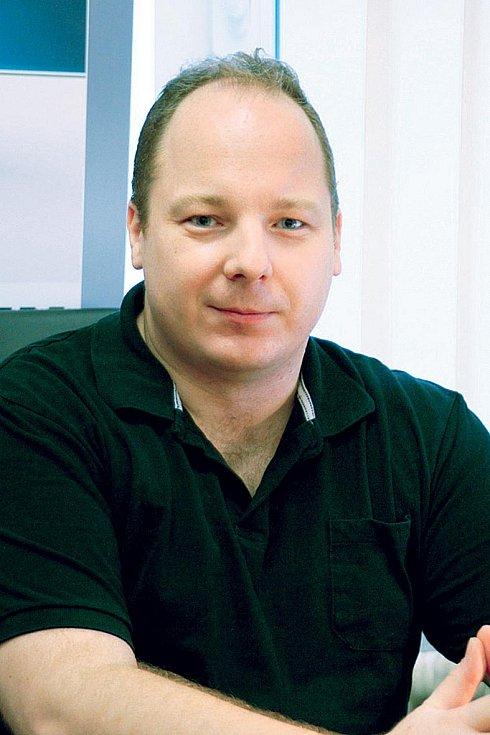 Kamil Kopecký zCentra prevence rizikové virtuální komunikace  Pedagogické fakulty Univerzity Palackého vOlomouci, vedoucí projektu e-Bezpečí