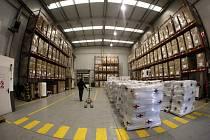 Příprava humanitární pomoci pro Nepál ve Španělsku.