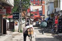 Českým úřadům se stále nepodařilo spojit s deseti Čechy, kteří se v době zemětřesení pohybovali v Nepálu. ČTK to dnes telefonicky řekl velvyslanec ČR v indické metropoli Dillí Miloslav Stašek.