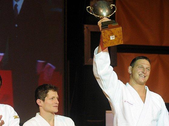 Vítěz Lukáš Krpálek (vpravo), druhý Pavel Petřikov (uprostřed) a třetí Jaromír Ježek.