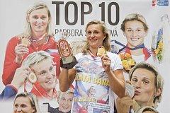 Barbora Špotáková se zlatou medailí z mistrovství světa v Londýně a trofejí pro vítězku Diamantové ligy.