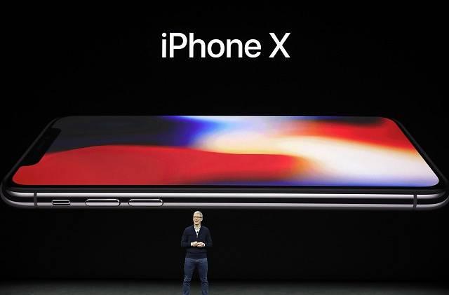 """iPhone X byl představen po iPhonech 8 s legendární hláškou """"ještě jedna věc"""""""