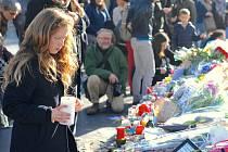 Při sérii teroristických útoků v hlavním městě Francie, ke kterým se oficiálně přihlásila teroristická organizace Islámský stát, zemřelo v osudný den nejméně 129 lidí.