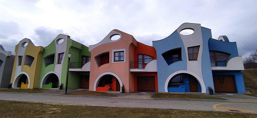 Pestrobarevné domy ve Velkých Pavlovicích