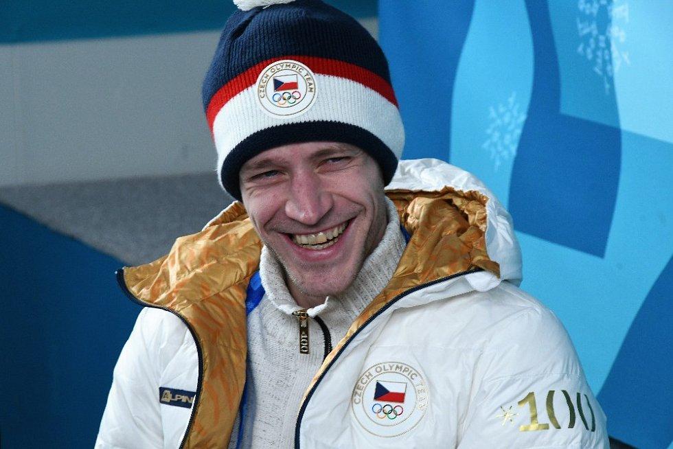 Přilba českých skokanů na lyžích má barvu čepice Jiřího Rašky. Roman Koudelka