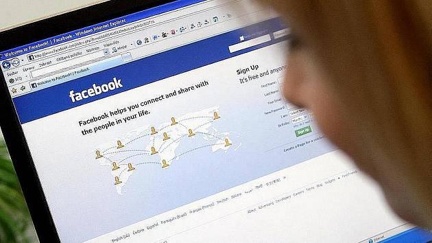 Kanadský bezpečnostní konzultant Ron Bowles shromáždil volně dostupná data o 100 milionech uživatelů sociální sítě Facebook. Ta má celkem přes půl miliardy účtů.