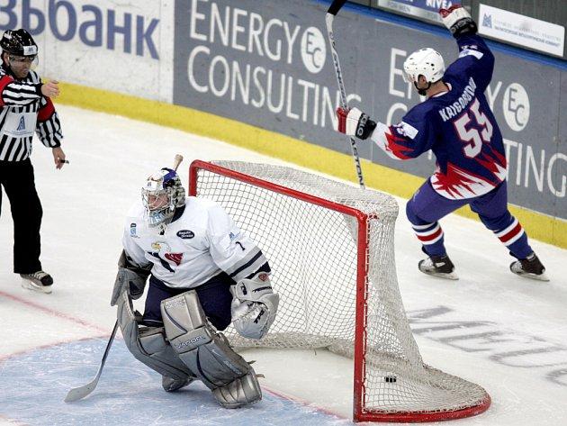Rozhodnuto! Do finále turnaje Super Six právě poslal Magnitogorsk  Alexej Kajgorodov.