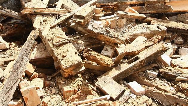 Do stavebnin se proboural přes zeď. Napáchal škodu za čtvrt milionu