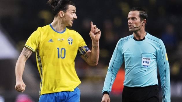 Zlatan Ibrahimovic se marně dohadoval s rozhodčím