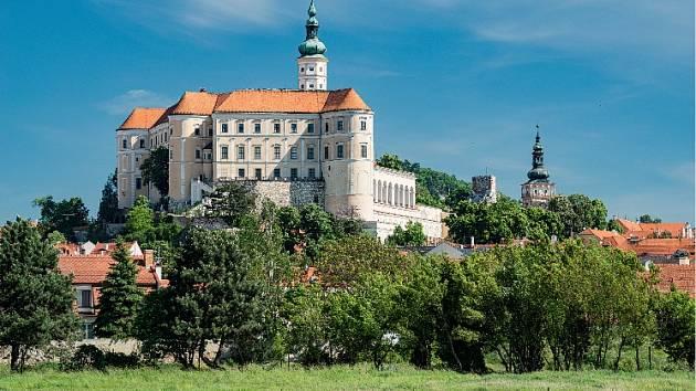 Mikulovský zámek vévodí kraji pod Pálavou.