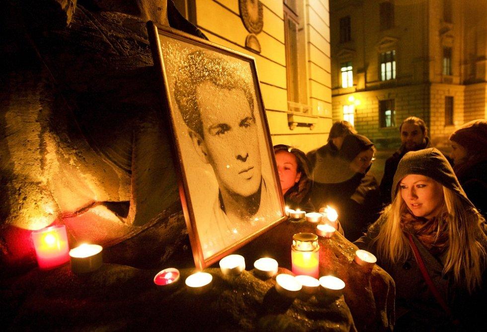Studenti historie na Univerzitě Hradec Králové si připomněli 45. výročí sebeupálení Jana Palacha.