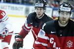 Sidney Crosby z Kanady (vlevo).