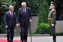 Prezident Miloš Zeman při dnešní návštěvě Jerevanu nabídl Arménii a Ázerbájdžánu, aby v Praze jednaly o svém sporu o Náhorní Karabach.