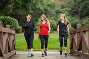 Chůze zlepšuje náladu a prospívá zdraví.