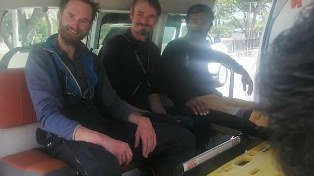 Vrtulník pákistánské armády 15. září 2021 ráno převezl do bezpečí české horolezce Jakuba Vlčka a Petra Macka, kteří s kolegou z Pákistánu nedokázali dokončit sestup z hory Rakapoši