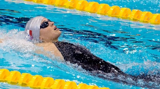 Plavkyně Simona Baumrtová v závodu na 200 metrů znak na ME.