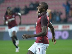 Kehinde Fatai ze Sparty se raduje z gólu proti Slovácku.
