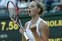 Kristýna Plíšková se raduje z postupu do 3. kola Wimbledonu.