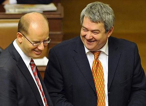 Předsedové ČSSD a KSČM ve sněmovně. Bohuslav Sobotka a Vojtěch Filip