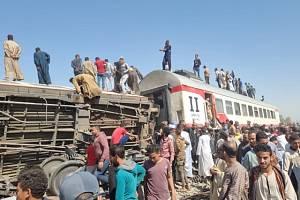 Tragická srážka vlaků v Egyptě.