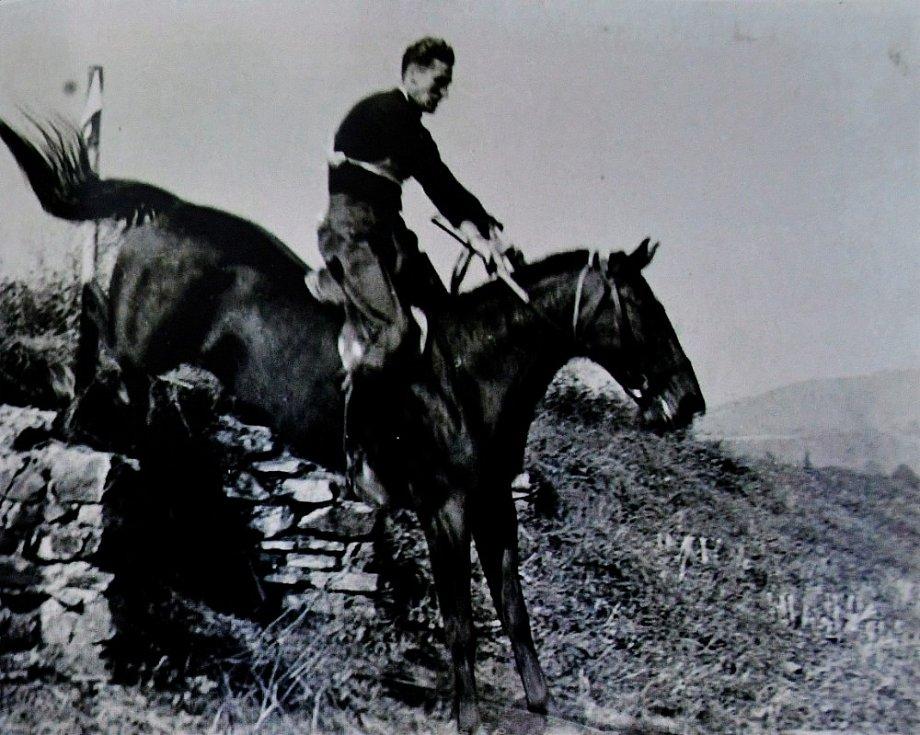 Ivo Fibiger při jízdě na koni