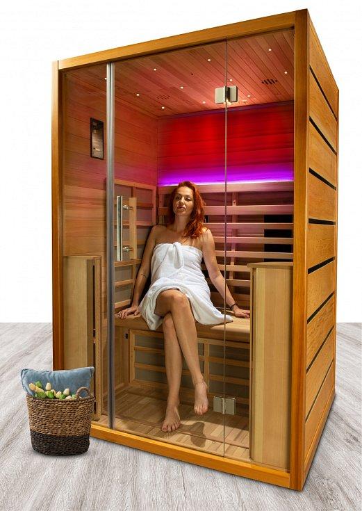 Luxusní infrasauna Pandora má kabinu z exotického cedrového dřeva.