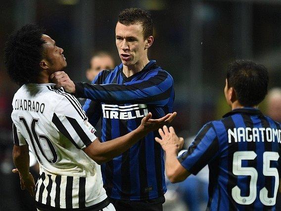 Inter Milán vs. Juventus Turín: Ivan Perišič a Juan Cuadrado