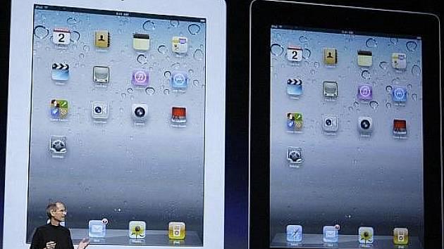 Nové iPady 2 byly v Česku hned vyprodány, lidé stály fronty. S nedostatkem zboží se potýkají obchodníci i v jiných zemích.